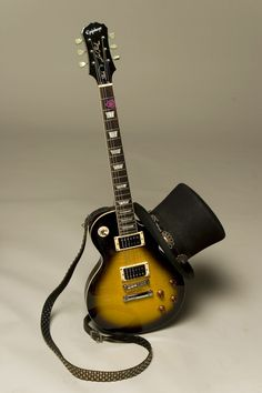 I want this Slash Les' Paul! Unique Guitars, Custom Guitars, Vintage Guitars, Music Guitar, Cool Guitar, Playing Guitar, Note Music, Music Love, Gibson Les Paul