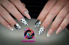 Νancy nails almond
