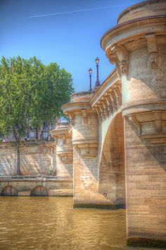 Nice perspective of this bridge ~ Along the Seine, Paris - France