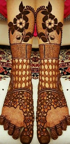 Easy and Unique Brown Mehndi Designs of Hands & Feet for 2018 Leg Mehendi Design, Mehndi Designs Feet, Leg Mehndi, Modern Mehndi Designs, Mehndi Design Pictures, Wedding Mehndi Designs, Beautiful Mehndi Design, Latest Mehndi Designs, Henna Mehndi