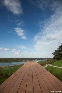 Œuvre «Promontoire sur la Loire»  de l'artiste Tadashi Kawamata à Chaumont sur Loire
