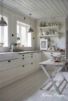 New Kitchen Tiles Scandinavian White Cabinets 29 Ideas Swedish Kitchen, Country Kitchen, New Kitchen, Kitchen Dining, Kitchen Decor, Kitchen Ideas, Kitchen Wood, Kitchen Small, Nordic Kitchen