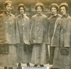 Nurses from the Third Northern General Hospital, Sheffield at Midland Station before leaving for France