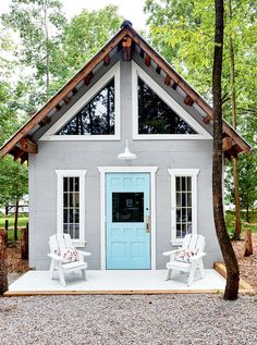 〚 Charming tiny cabin in the woods of Ontario, Canada 〛 ◾ Photos ◾Ideas◾ Design Lofts, Exterior Colors, Interior And Exterior, Villas, Triangle Window, Ontario, Cabins In The Woods, Curb Appeal, Small Spaces