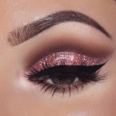 Pageant and Prom Makeup Inspiration. Find more beautiful makeup looks with Pagea. - - Pageant and Prom Makeup Inspiration. Find more beautiful makeup looks with Pageant Planet. Sparkly Eye Makeup, Pink Makeup, Cute Makeup, Dress Makeup, Hair Makeup, Makeup Light, Perfect Makeup, Prom Eye Makeup, Gorgeous Makeup
