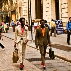 Street Etiquette Blog:  Summer Suit;  so stylish; shrunken suits with fabulous shoes, bags, colorful shrits, red, orange, khaki, army green, jewelry!  Love, love, love.