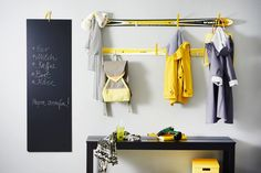 A different use for skis: Give your old skis a new life as sporty coatrack rails. Find the construction manual on our homepage (in english): https://www.bosch-do-it.com/gb/en/diy/knowledge/project-guides/ski-coatrack-814528.jsp /// Ski mal anders: Verhelfen Sie Ihren alten Skiern zu einem neuen Leben als sportliche Garderobenleisten! Auf unserer Homepage findet ihr diese tolle Bauanleitung. #Bosch #Makeityourhome #DIY