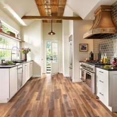 Armstrong Architectural Remnants - Gray, beige and brown laminate laminate flooring square meters per box) Farmhouse Style Kitchen, Rustic Kitchen, New Kitchen, Kitchen Decor, Kitchen Ideas, Rustic Farmhouse, Kitchen Interior, Kitchen Colors, Country Kitchen