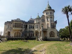 Villa Excelsior in Luarca, Spain Abandoned Mansions, Abandoned Houses, Abandoned Places, Victorian Manor, Gothic Cathedral, Indiana, Outside World, Beautiful Dream, Medieval Castle