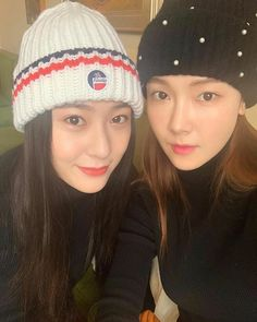 Sisters are came together😍💋❤❤ Jessica & Krystal, Krystal Jung, Jessica Jung, Snsd, Yoona, Magazine Cosmopolitan, Instyle Magazine, Mamamoo, Red Velvet