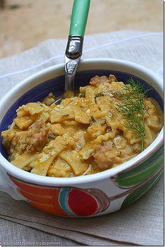 macco di fave (maccu di favi) con salsiccia e jolanda spezzata