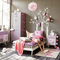 Phenomenal 18 Sweet and Gorgeous Princess-Theme Room For Kids https://mybabydoo.com/2018/03/06/18-sweet-gorgeous-princess-theme-room-kids/ If you have a little daughter, once or twice she might want to live as a princess in her own home. That is why sometimes decorating her place with the princess theme room might be a good idea.