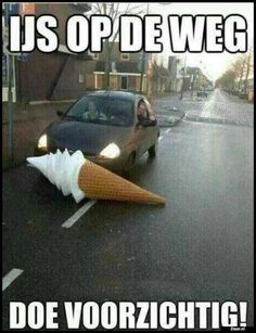 Ice on the road. Be careful! Really Funny, Funny Cute, Hilarious, Funny Images, Funny Pictures, Funny Instagram Memes, Funny Bunnies, Stupid Funny Memes, Funny Stuff