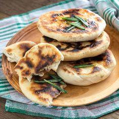 The best recipe for a quick barbecue - Partygerichte - Egg Recipes, Pizza Recipes, Bread Recipes, Snack Recipes, Grilled Flatbread, Grilled Bread, Barbecue Recipes, Grilling Recipes, Casa Pizza