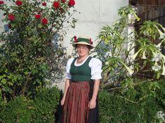 Gschwandt: Anna Reiter im original Gschwandtner Dirndl inklusive Hut (Bild: Reiter)