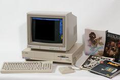 Retromobe - retro mobile phones and other gadgets: Commodore Amiga (1985)