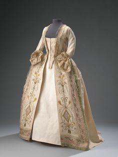 Robe à la Française — Hart Amsterdammuseum - Historical Clothing 18th Century Dress, 18th Century Clothing, 18th Century Fashion, Vintage Outfits, Vintage Gowns, Vintage Fashion, Historical Costume, Historical Clothing, Historical Dress
