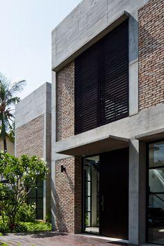 Thao Dien House by MM+ Aprovechamiento del 30% de fachada de una villa art deco.