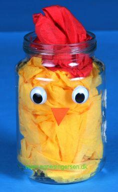Nem påskekylling, høne eller hane « Agnes´ kreative univers - Diy For Kids, Gifts For Kids, Sheep Crafts, Cute Egg, Lego Pictures, Egg Carton Crafts, Cute Sheep, Unicorn Crafts, Popsicle Stick Crafts