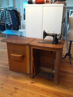Oude trap naaimachine eventueel te koop voor  €150,-
