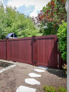 Amazing PVC Vinyl Mahogany gate and privacy fencing panels from Illusions Vinyl Fence. This is the popular V300-6W101 style with a VWG300-46W101 Gate and New England Caps. Get the beautiful look of stained red mahogany fence without the maintenance. The Joneses will be so jealous! #illusionsfence