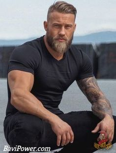 Viking Beard Tips and Styles (Part 1 of 2 Wikinger Bart Tipps und Styles (Teil 1 von Source by . Beard And Mustache Styles, Beard Styles For Men, Beard No Mustache, Hair And Beard Styles, Viking Beard Styles, Long Hair Styles, Beard Growth Tips, Beard Tips, Tom Hardy Bart