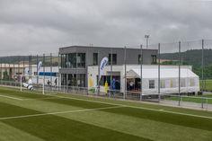 """Die TSG Hoffenheim baute für den Nachwuchs eine """"Akademie-Arena"""" im Zuzenhausener Häuselgrund. Der Funktionsbau mit seinen drei Fußballplätzen wird unter dem Dach der achtzehn99 AKADEMIE betrieben, und beheimatet fortan die Mannschaften U14, U15 und U16 des Klubs."""