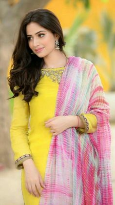 Sana Javed Pakistani Girl, Pakistani Bridal Dresses, Pakistani Actress, Beautiful Indian Actress, Beautiful Actresses, Mahira Khan Dresses, Female Stars, Beautiful Girl Photo, Girls Dpz