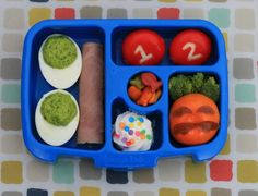 Think your kid might be getting bored of the food in their lunch box? Check out these 7 signs that it might be time for a lunchbox refresh!