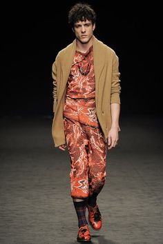 London fashion week  Vivienne westwood winter- autumn collection  Men - menswear - fashion - trends - runway - Lfw - style - homme - couture - moda - masculina - men's - fashionista - trending - black - white - shoes - coat - silver - beige - Orange