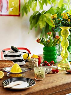 Red, yellow and green from IKEA Ikea Breakfast, Ikea Yellow, Edible Food, Clean Design, Scandinavian Design, The Incredibles, Table Decorations, Simple, Green