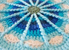 Altijd leuk dit patroon Free pattern: Spoke Mandala! :)