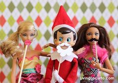 Elf on the Shelf Photo Booth Idea with Free Printable Mini Props by Amy at LivingLocurto.com #elf #christmas