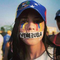 Venezuela lloro con lagrimas de tres colores....y el silencio de no poder pronunciar tu nombre Venezuela.