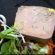 Foie-gras en Barcelona.  Un Micuit con un sabor exquisito y una textúra muy cremosa. El complemento de la cebolla caramelizada hace un bocado celestial. Me ha encantado!! por Merce Pastor, bailarina en liquiddansa  http://www.onfan.com/es/especialidades/la-palma-de-cervello/amarena-restaurante/foie-gras?utm_source=pinterest&utm_medium=web&utm_campaign=referal