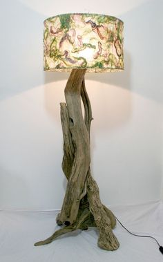 Unique Driftwood Floor Lamp For Vintage Theme Of Home Furniture Ideas: Unique Driftwood Floor Lamp With Charming Ornament On Head For Home Furniture Ideas Driftwood Flooring, Driftwood Furniture, Driftwood Lamp, Driftwood Projects, Driftwood Ideas, Wood Floor Lamp, Floor Standing Lamps, Tin Art, Creation Deco