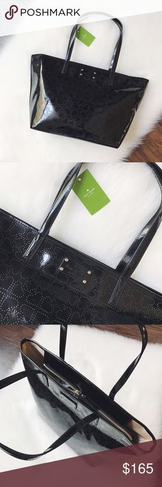 """🎉MAKE AN OFFER🎉Kate Spade Small Metro Spade Bag 🎉MAKE AN OFFER🎉Kate Spade Small Harmony Metro Spade Bag. Black patent leather, beige fabric on the inside, zipper closure, zipper pouch and 2 pocket slots within, L 15"""" x H 10"""" x W 6"""" and 8.25"""" strap drop, I would say this is medium in size. No dustbag. Brand new with tags. kate spade Bags"""