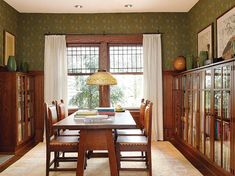 This would be a wonderful way to design a dining room! A classic Arts & Crafts library, enlivened with William Morris wallpaper. Craftsman Decor, Craftsman Interior, Craftsman Style, Craftsman Homes, Craftsman Dining Room, Craftsman Furniture, Arts And Crafts Interiors, Arts And Crafts House, Home Crafts