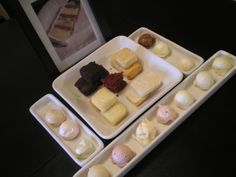 wedding cake tasting set-up Baking Organization, Cake Business, Business Ideas, Cupcake Shops, Cake Tasting, Pastel, Cake Flavors, Baking Tips, Mini Cakes