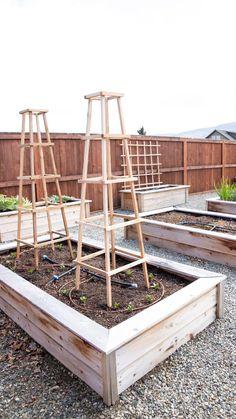Garden Yard Ideas, Veg Garden, Diy Garden Projects, Lawn And Garden, Home Vegetable Garden Design, Fenced Garden, Diy Garden Fence, Small Vegetable Gardens, Garden Deco