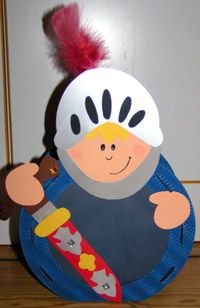 Cavallero de Sant Jordi. Crafts For Kids To Make, Diy And Crafts, Arts And Crafts, Fantasy Craft, Paper Plate Crafts, Mid Autumn Festival, Paper Lanterns, Creative Kids, Diy Toys