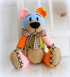 Háčkovaný medvídek Pastelka ʕ•͡ᴥ•ʔ Jiná varianta medvídka Pastelky.. cca 34 cm, duté vlákno, akryl.. O dostupnosti se prosím informujte poštou, děkuji.
