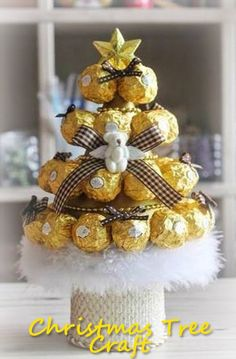 Christmas tree from candies. Christmas Candy Gifts, Christmas Tree Crafts, Christmas Tree Toppers, Holiday Crafts, Christmas Decorations, Chocolate Navidad, Chocolate Bouquet Diy, Candy Bouquet Diy, Candy Arrangements