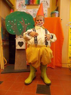 K1AB - Thema Kabouters Ronald Mcdonald, Costumes, Fruit, Holiday Decor, School, Character, Fashion, Manualidades, Fall Season