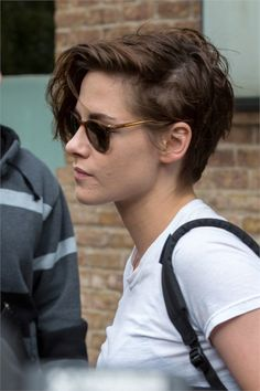 Regrowth, hair removal, acne: what women don't say Kristen Stewart Acne Short Hair Tomboy, Tomboy Haircut, Androgynous Haircut, Tomboy Hairstyles, Short Curly Hair, Short Hair Cuts, Curly Hair Styles, Cool Hairstyles, Androgynous Makeup