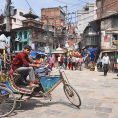 Un giorno nel cuore di #Kathmandu... colori sguardi e sorrisi di #nepalroutes www.nepalroutes.com