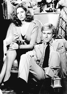 "Robert Redford y Barbra Streisand en ""Tal Como Éramos"" (The Way We Were), 1973 Robert Redford, Hollywood Stars, Classic Hollywood, Old Hollywood, Love Movie, Movie Stars, Movie Tv, Tyrone Power, Humphrey Bogart"