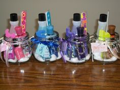 Manicure Gift Set in a Jar - Korb Diy Christmas Baskets, Christmas Diy, Polish Christmas, Co Worker Gifts Christmas, Diy Friend Christmas Gifts, Last Minute Christmas Gifts Diy, Diy Christmas Gifts For Family, Best Christmas Presents, Christmas Gift Bags