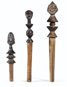 THREE PENDE CALABASH STOPPERS, DEMOCRATIC REPUBLIC OF THE CONGO Quantity: 3 h 19,5 cm, 17,5 cm et 12,5 cm