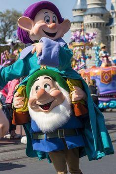 *DWARF's ~ 'Disney Festival of Fantasy Parade' Debuts at Magic Kingdom Park tami@goseemickey.com